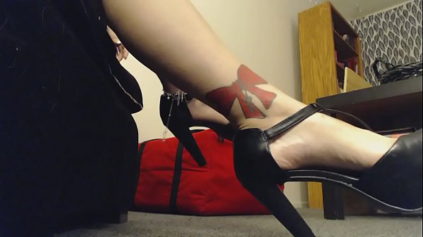 Voyeur, High heels, High-heeled